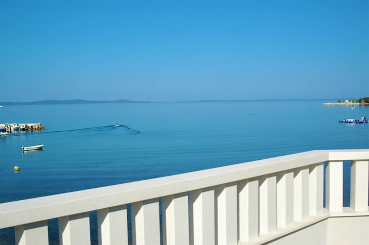 • 5m to the Sea - Lovely New Apartment (2+2)