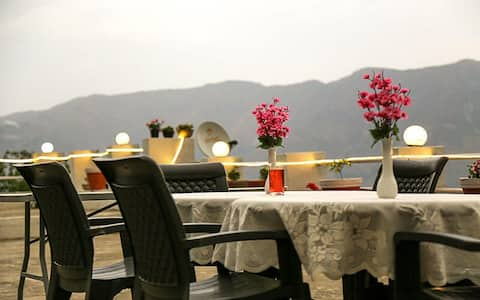 Luxury Room with Hill View, Mussoorie Uttarakhand