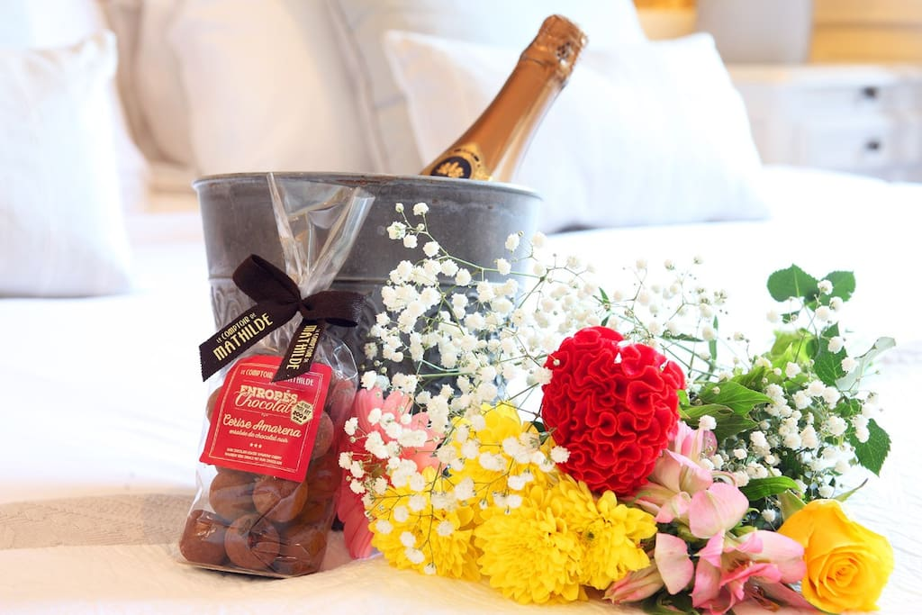 Special occasion hamper - Champagne, chocolates, flowers and personalised card