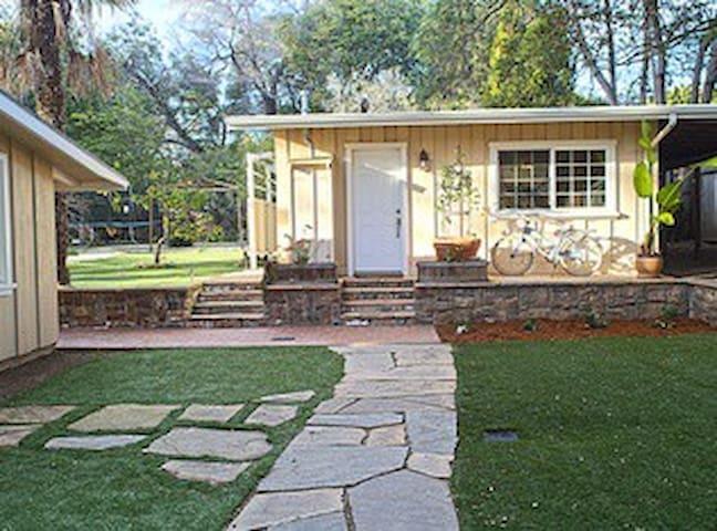 Large 1 bedroom cottage - Montecito - Hus