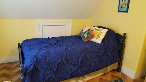 Spacious Room in SouthWedge/Highland, Room #1