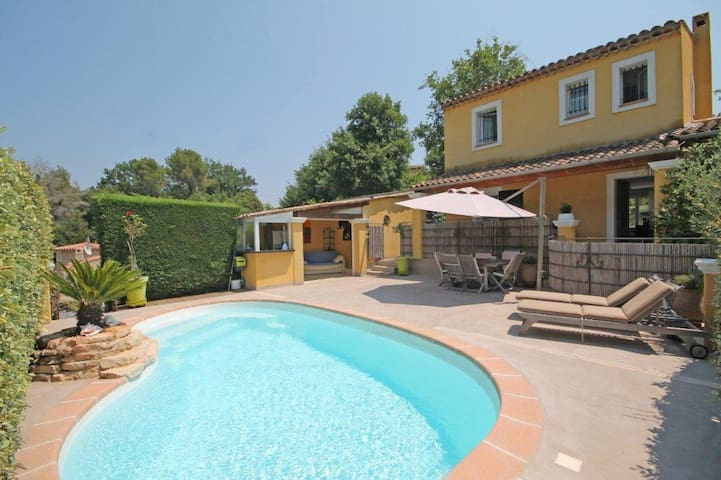 Villa avec Piscine sur la côte d'azur. - Le Rouret - House