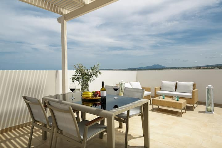 Luxury 2Bedroom Apartment 2Km from Beach sleeps 5