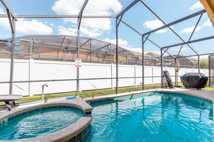 4 Bedrooms/2 Bathrooms Veranda Palms (2503 DC)