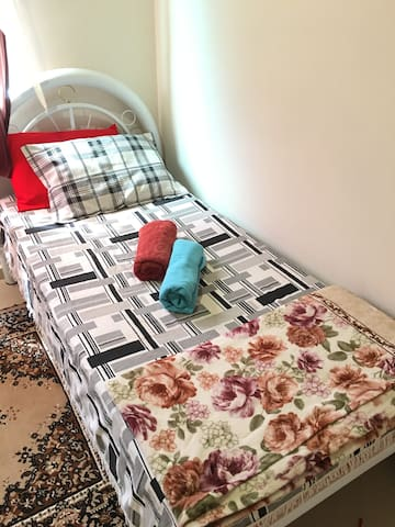 Acomodação para 1 pessoa C/cama de solteiro.