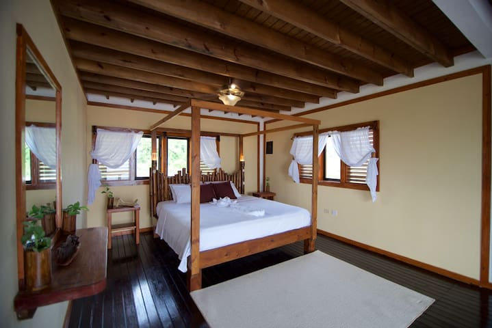 Panorama King Room I at Sea Cliff with Breakfast - Port Antonio - Bed & Breakfast