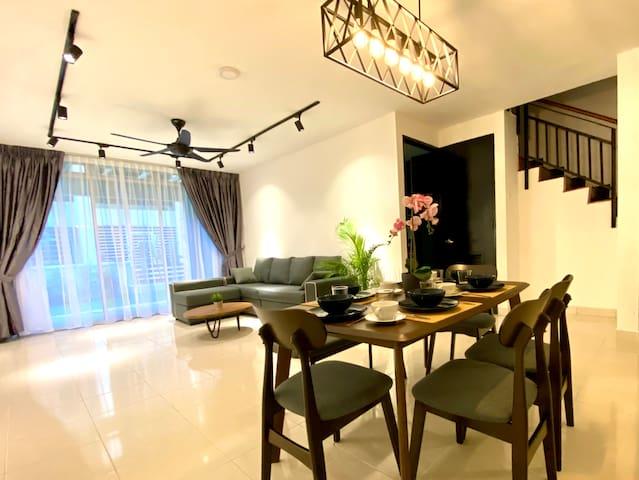 BNB Cozy Homestay @ Cyberjaya (Garden & 10pax)
