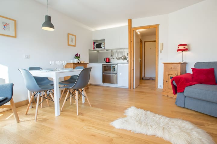 Apartment Deyon. 1 bedroom sleeps 5 people.  15 min walk to Morzine centre.