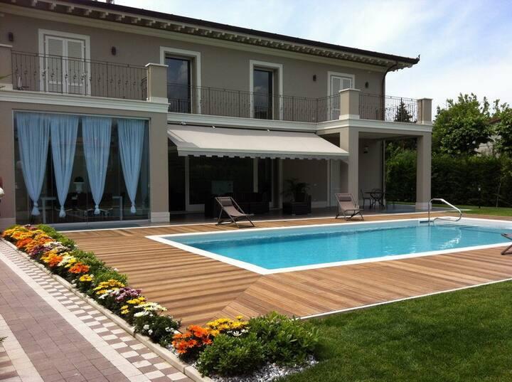 Villa FioreBlu luxury con piscina Forte dei marmi