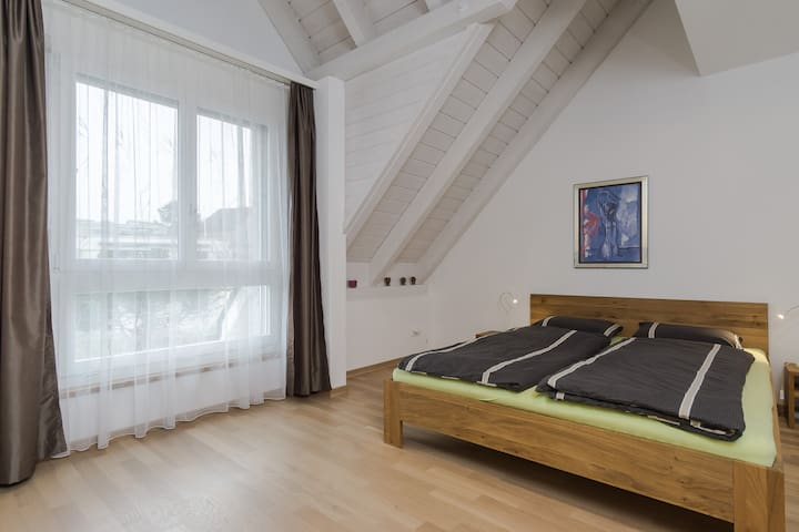 Cozy, modern & clean with private bathroom. - Uster - Hus