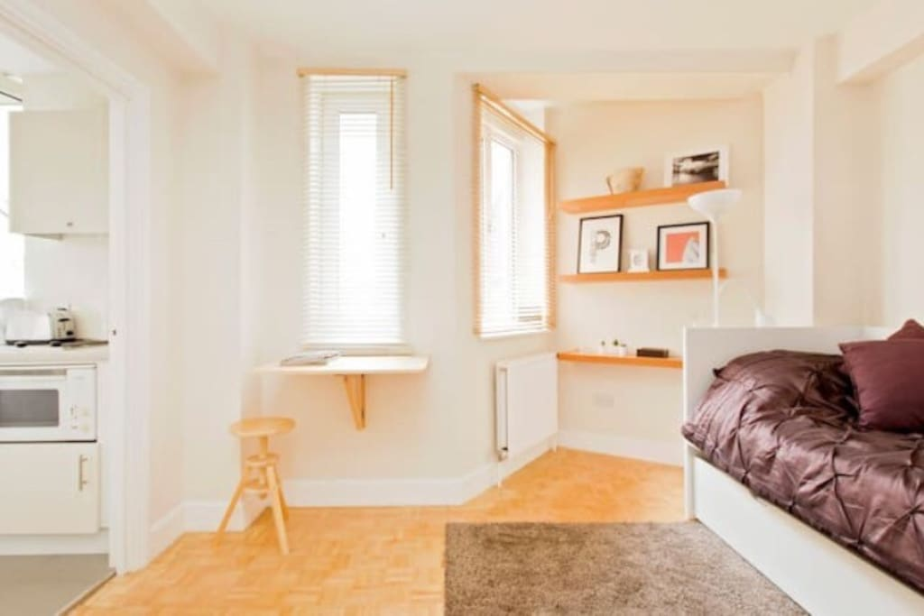 Studio apartment with ensuite bathroom & kitchen