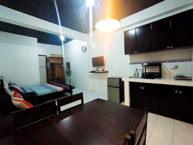 Budget Friendly Unit- WiFi, Netflix & Kitchenette