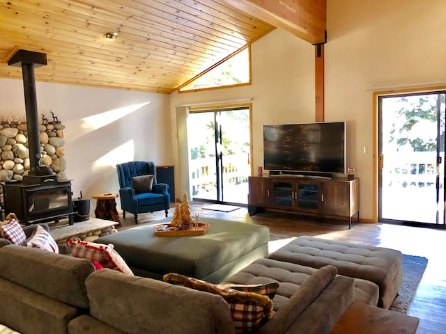 Spacious open living with two large sliding doors offering great views of outdoors! 65' Tv with Soundbar & Sub.