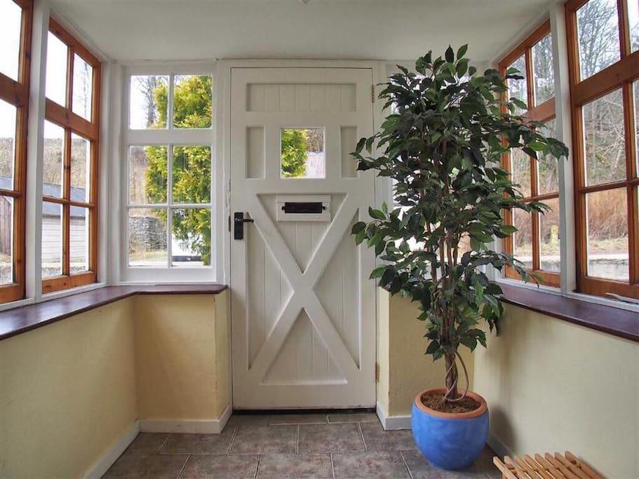 Vestibule/porch
