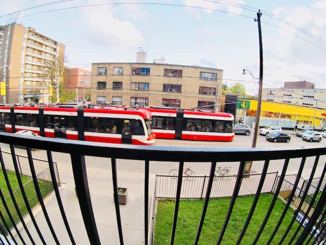 Entire Apt, Downtown Toronto, STREETCAR - SUBWAY