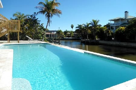 Island Villa + 33' Infinity Pool, Dolphin Visits - Fort Myers Beach