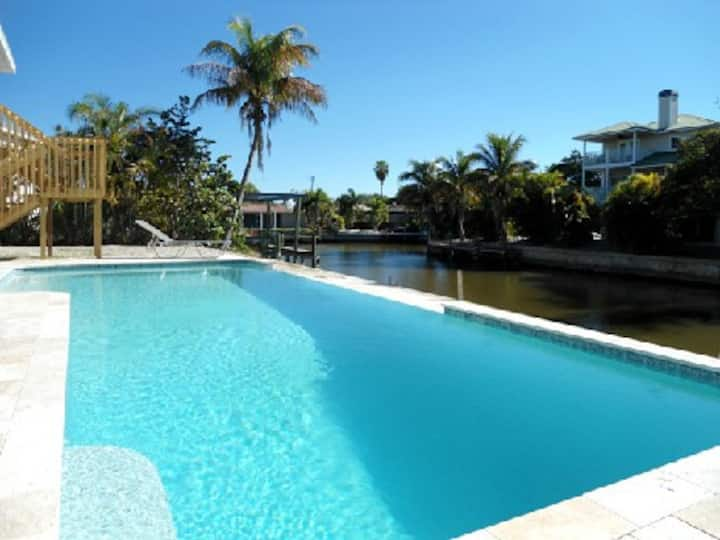 Island Villa + 33' Infinity Pool, Dolphin Visits