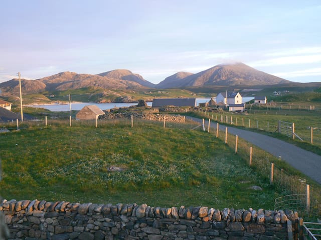 Airebroc Byre, Crowlista, next to Uig Sands