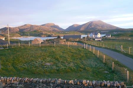 Airebroc Byre, Crowlista, next to Uig Sands