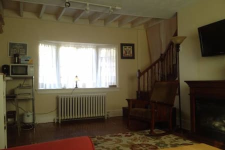 Charming 2nd floor walkup - Jenkintown