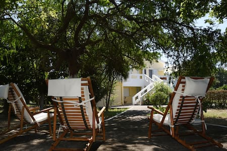 Lovely spacious Villa with garden steps from Sea - Zacharo - Σπίτι
