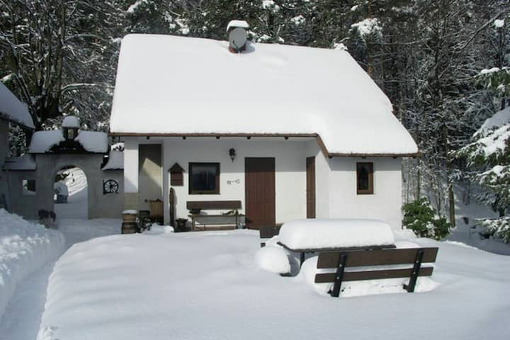Cosy, small holiday home at the edge of the forest with a magnificent view