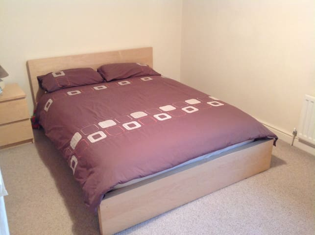 Warm,Cosy,Clean,Convenient Large Double Room - Swindon - Ev
