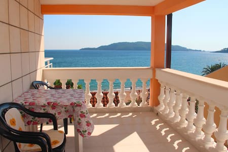 5 Апартамент с видом на море. Rafailovici. Budva - Rafailovići