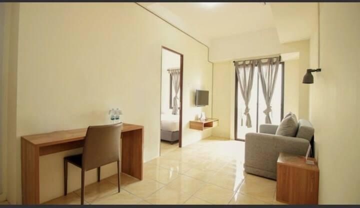 Studio Room dengan Living Room dan Sofa