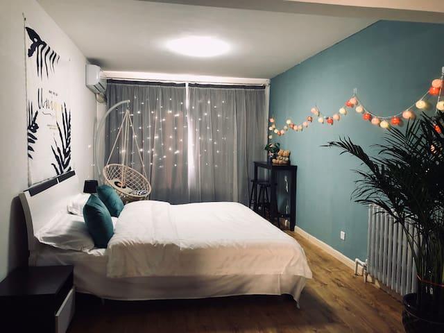 锦绣前程夜市楼上投影仪可做饭电梯两室空调房
