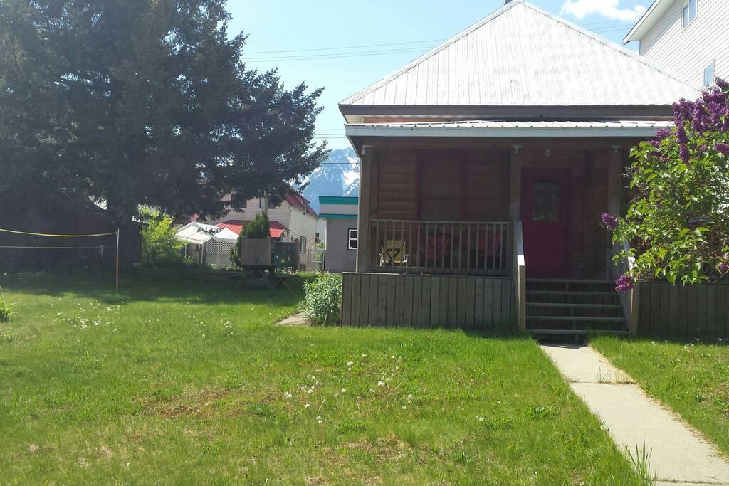 2 bedroom cabin downtown houses for rent in revelstoke