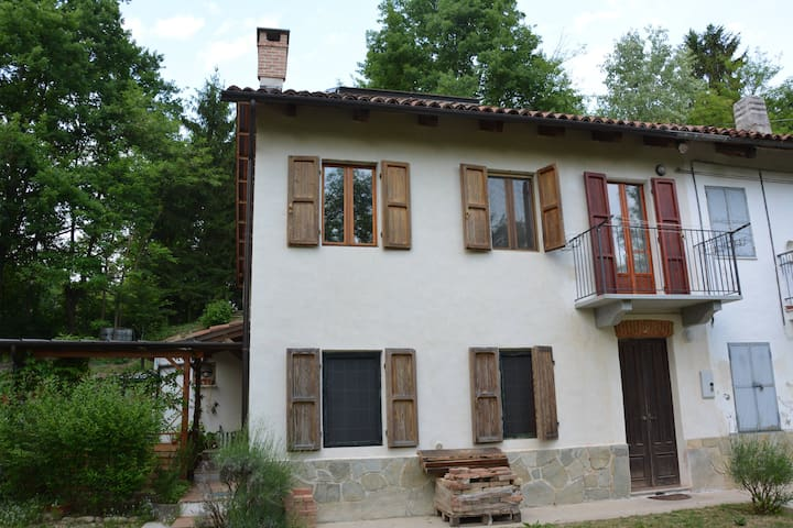 Stanza tripla in campagna con bagno - Montafia - Haus