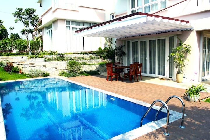 Stay in Villa at Xanh Villas