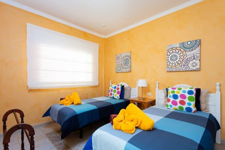 Bedroom 4, lower level, 2 single beds 90 cm / Schlafzimmer 4, untere Etage, 2 Einzelbetten 90 cm