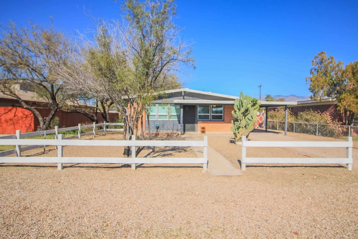 Best Location In Tucson Fully Stocked Private Home