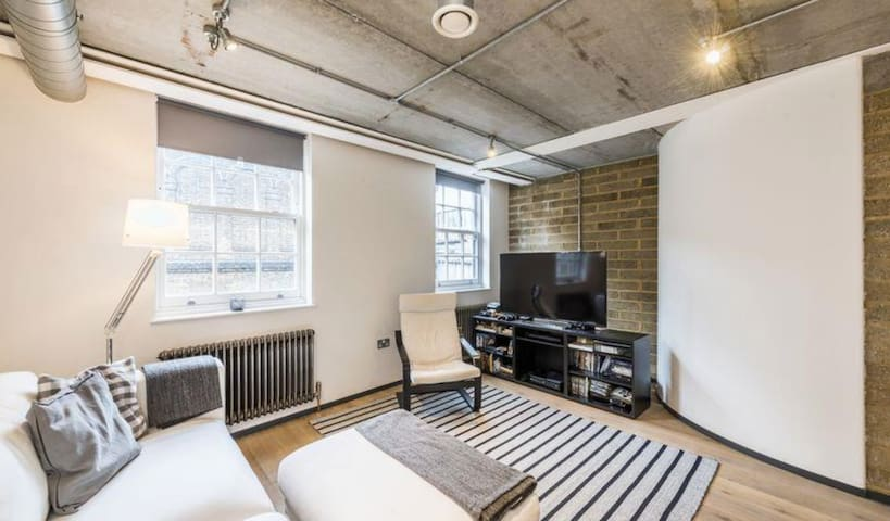 Modern 2 bedroom flat in central London