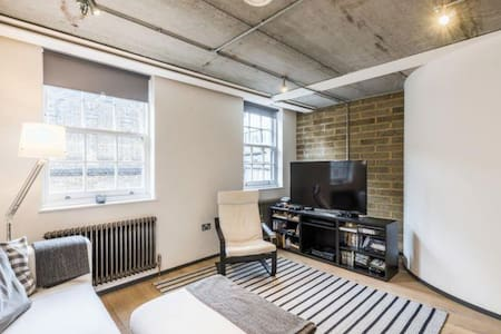 Modern 2 bedroom flat in central London