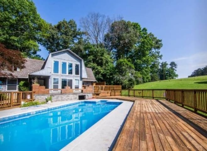 Pool Open Until October 1 this year! Come to this H-U-G-E house