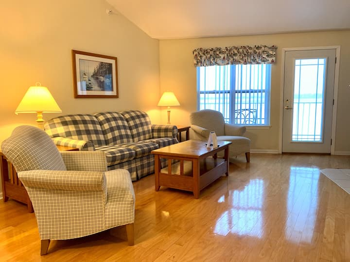 315- 2 Bedroom Lakeview