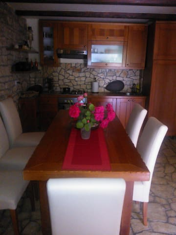 Quiet, beautifuI stone house, 14 km from Porec - Bratovići - Townhouse