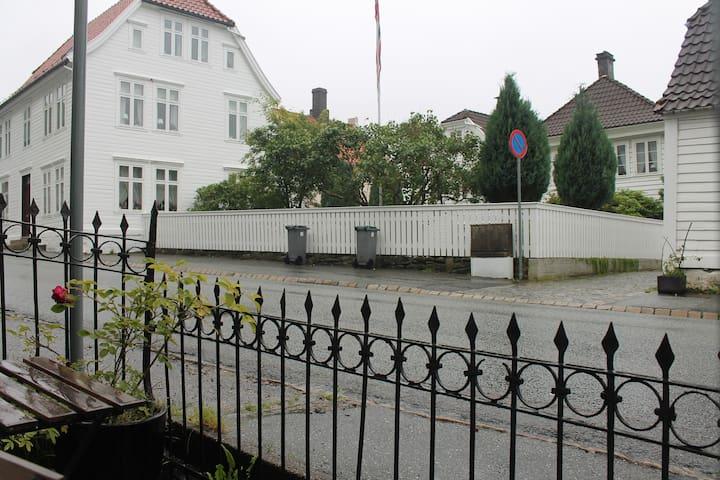 In heart of Sandviken, 10min walk to Bryggen