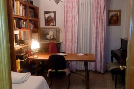 Habitación privada en Jaén centro (con piano) - Jaén - Appartamento