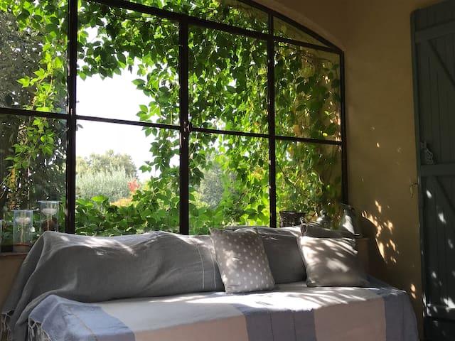 Aups, Maison avec vue, au coeur des oliveraies