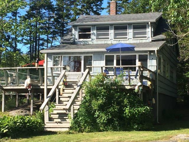 Coastal Maine Cottage / Friendship