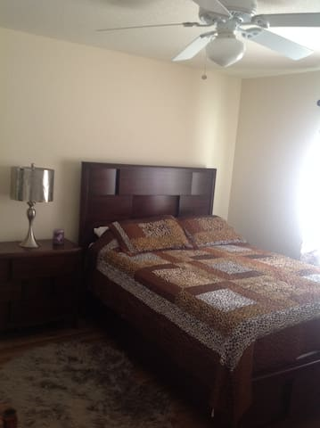 Clean,quite room in North Port - North Port