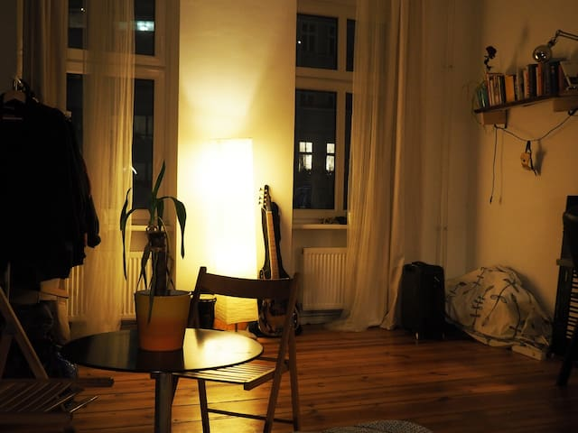 Cosy bohemian room in the middle of Neukölln