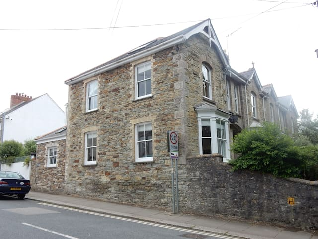 Victorian End of Terrace large Modern  House - Truro