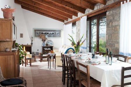 Il giardino di Valentina - Escolca - Bed & Breakfast