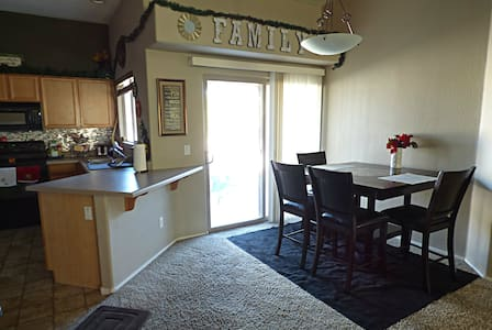 Private room near Sporting Events, & Resturants - Peoria
