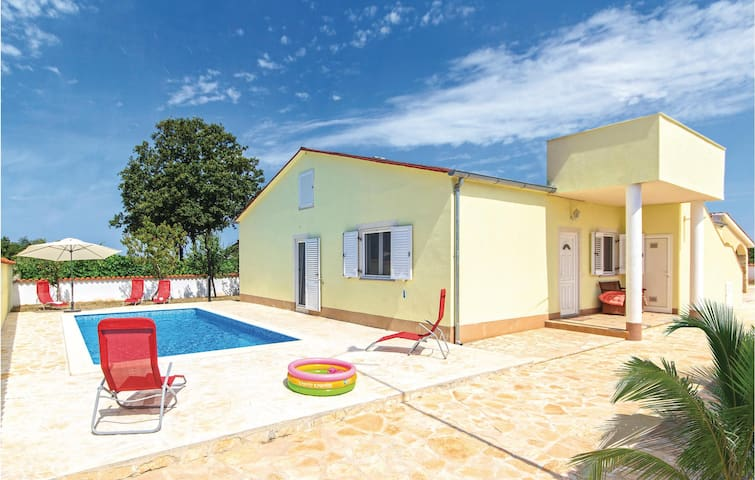 Family home in Pula for 4 persons